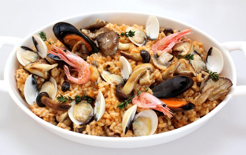 preparado seta y marisco cocinado cooked mushrooms and seafood mix